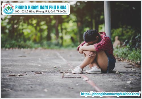 sad-girl-sitting-park